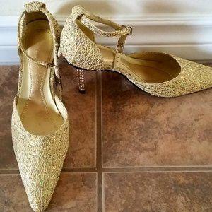Vero Cuoio gold glitter pointed toe sandals Size 6